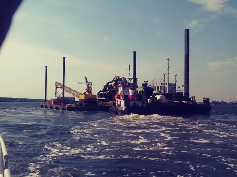 Rikki S. with barges in Jax