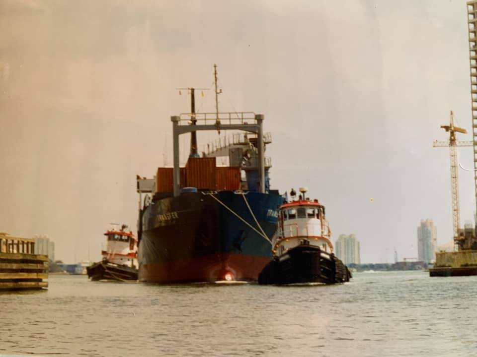 Miami River ship move