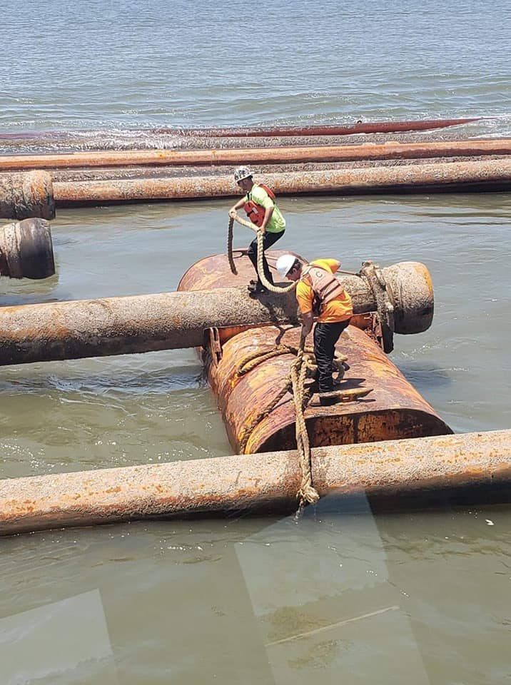 Securing pipe, dredge work